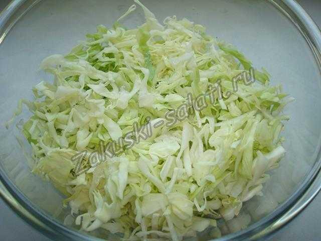 выкладываем капусту в салатник