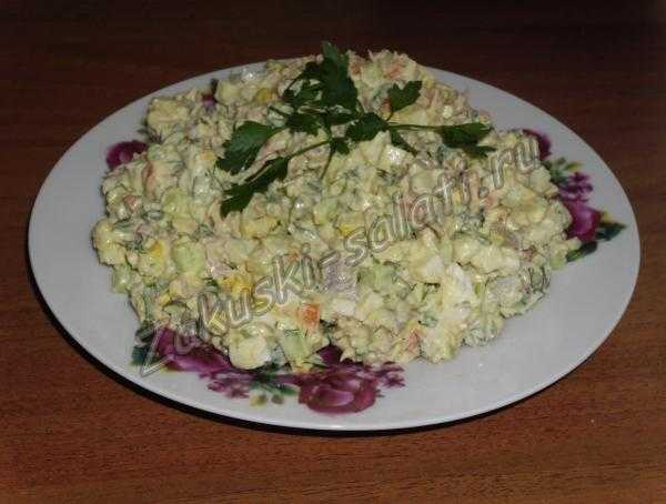 салат оливье с курицей и свежими огурцами