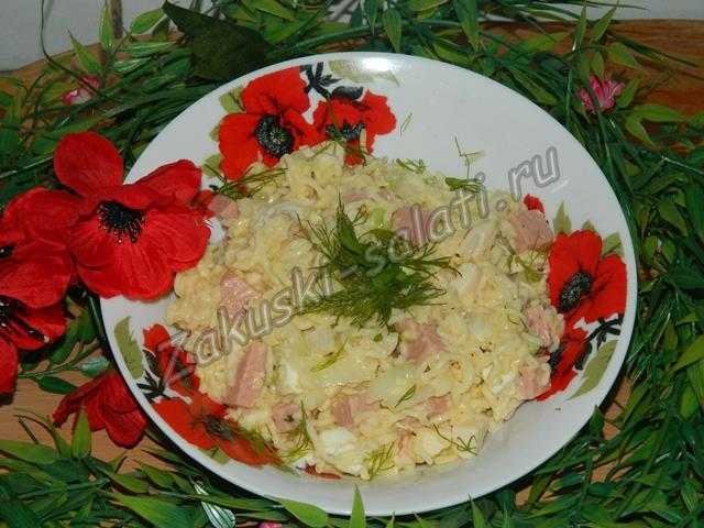 Салат из вермишели быстрого приготовления готов