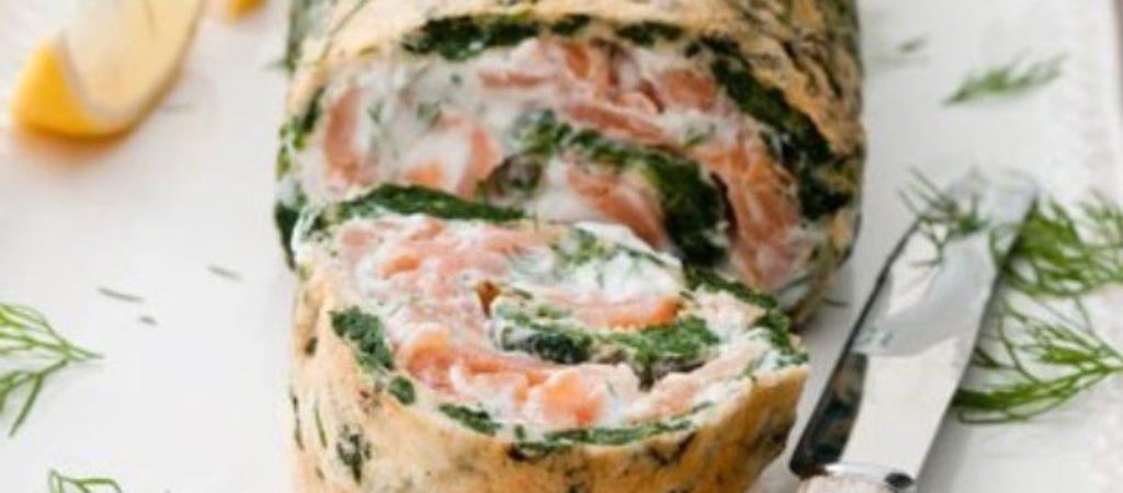 Закусочный рулет из блинов с начинкой из лосося