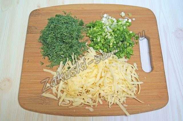 Измельченные лук, укроп, сыр