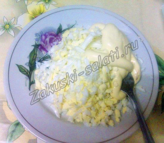 Тертые яйца с майонезом