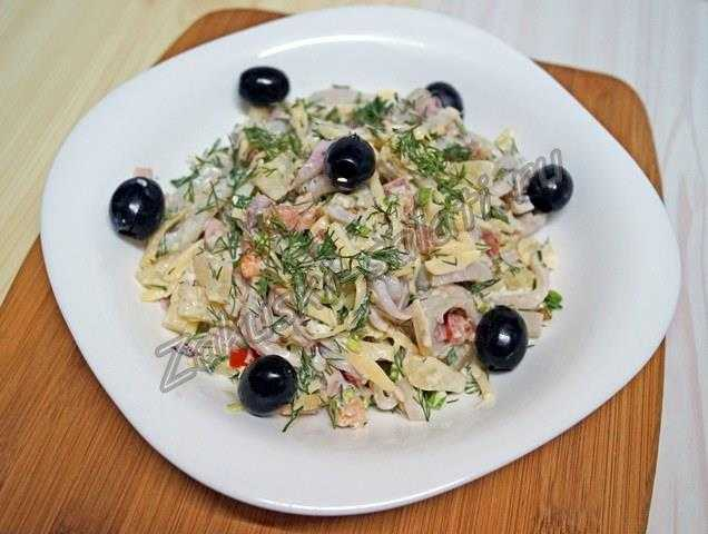 Салат с вареными кальмарами