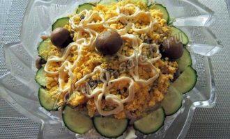 Салат с вареной курицей, рецепт с фото