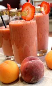 Персиково-клубничный коктейль