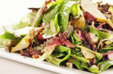 Салат с грушей и голубым сыром Дор блю