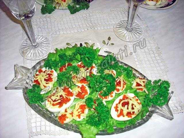 Фаршированные яйца фото-рецепт