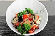Закусочный салат «Рио» с шампиньонами