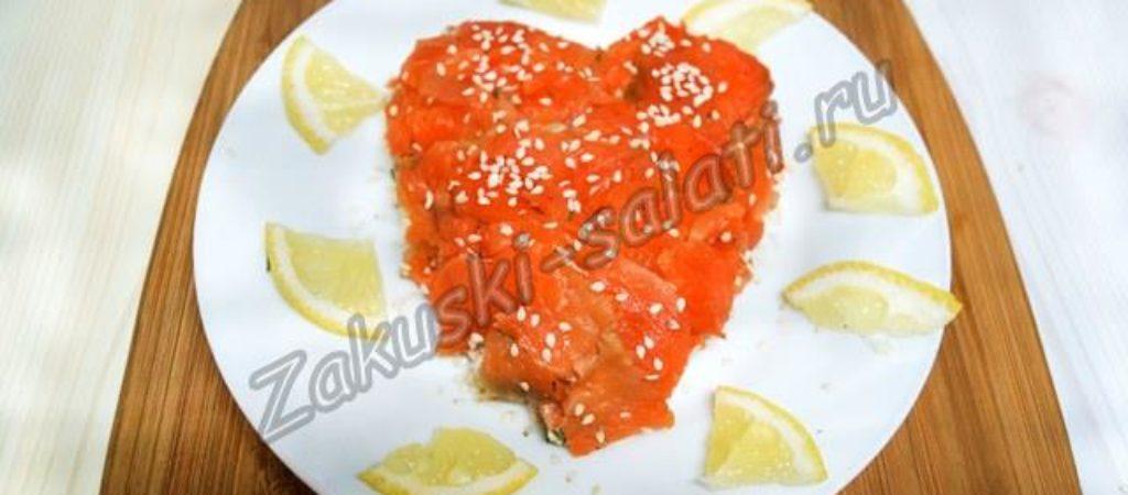 Салат «Королевский» с красной рыбой и креветками