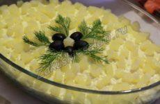 Салат «Нежный» с ананасами и куриной грудкой на 8 Марта