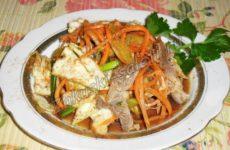 Холодная закуска с куриными желудочками и овощами по-корейски
