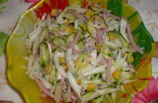 Простой салат с пекинской капустой на скорую руку