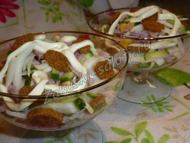 салат с пекинской капусты и сухариками