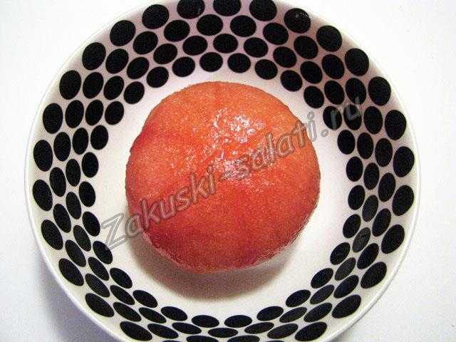очищаем помидор