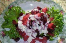 Диетический салат из вареной свеклы и ананаса