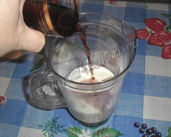 кладем ингредиенты в чашу