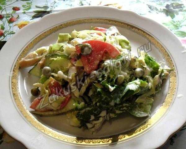 салат из свежих овощей к мясу