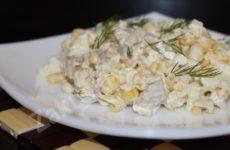 Салат из куриного окорочка, кукурузы и риса