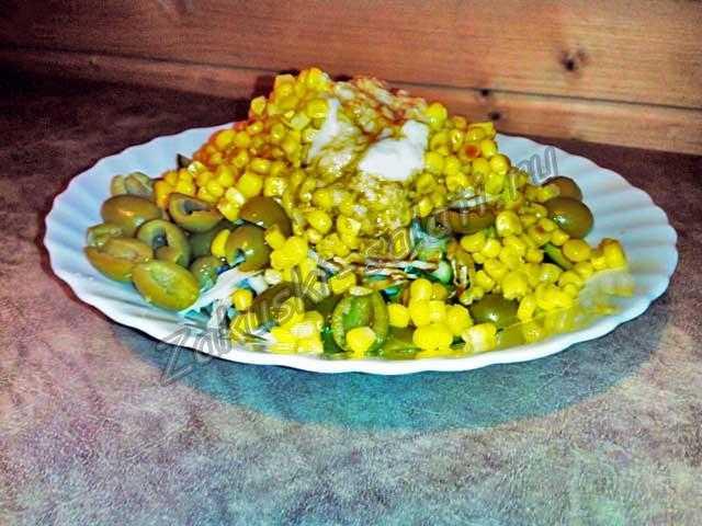 добавляем кукурузы