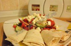 Овощной салат с сыром Фета и лавашом