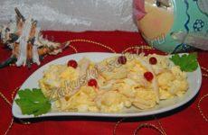 Салат из кальмаров с яйцом и рисом