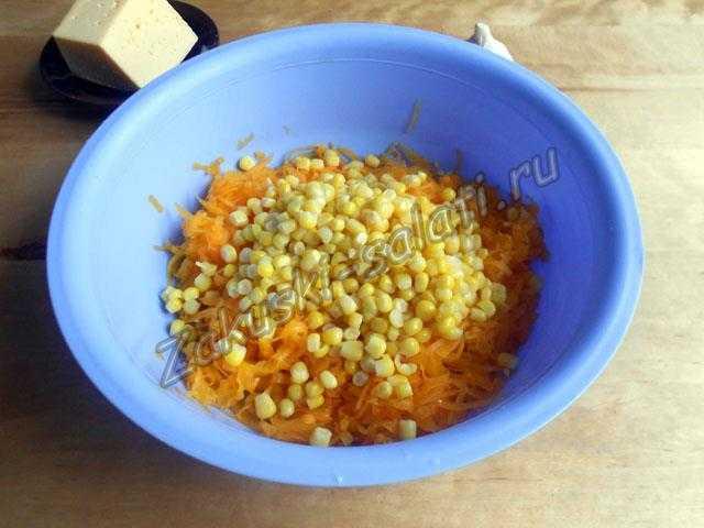 сливаем с кукурузы жидкость