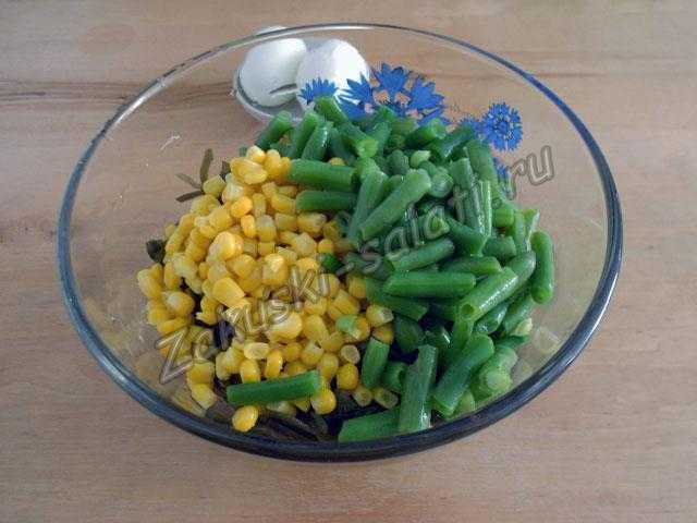соединяем капусту, кукурузу и фасоль