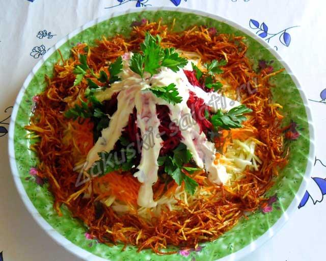 готовый к подаче салат