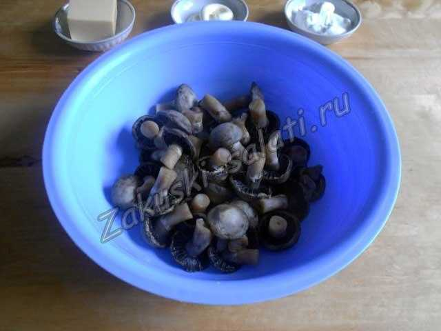 остужаем отваренные грибы