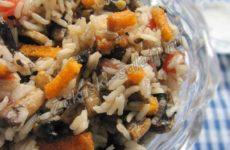 Теплый салат с шампиньонами и рисом басмати