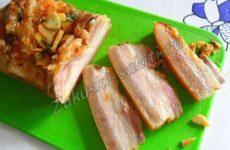 Соленое сало с чесноком, паприкой и тмином (два варианта)