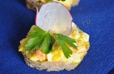 Бутерброды с плавленым сыром, яйцом и редисом