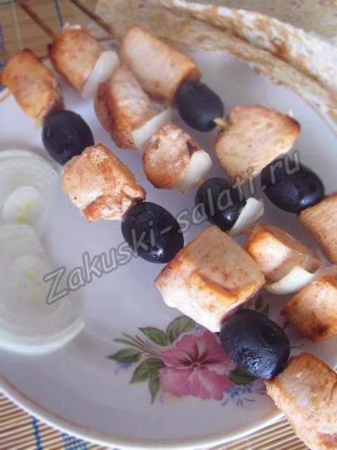 Куриный шашлык в духовке на шпажках дома