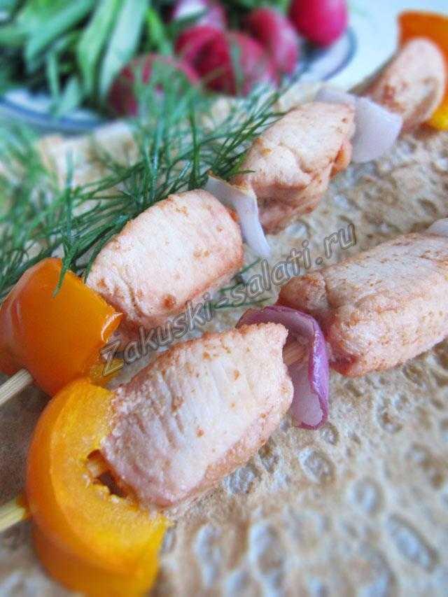 Шашлычок из курицы на шпажках в духовке