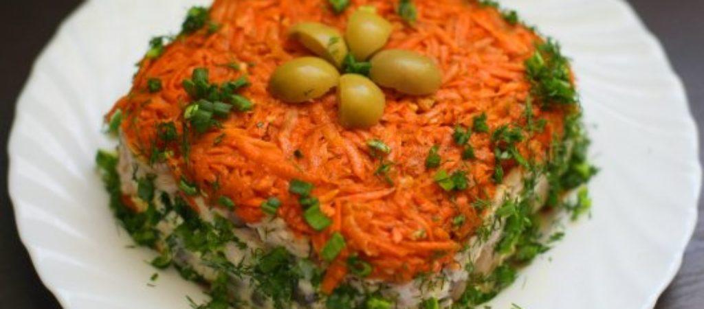 Салат «Ромбик» с копчёной колбасой, сыром и грибами