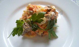 Салат из куриных сердечек с луком и морковью