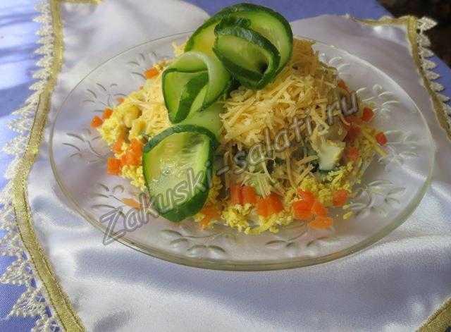 украшенный салат