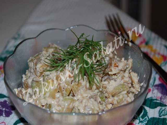 Салат из кабачков с орехами и сыром – рецепт с фото