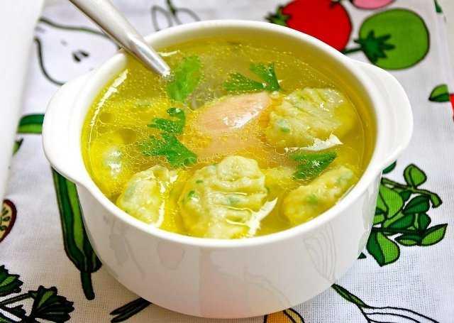 суп с клёцками на курином бульоне