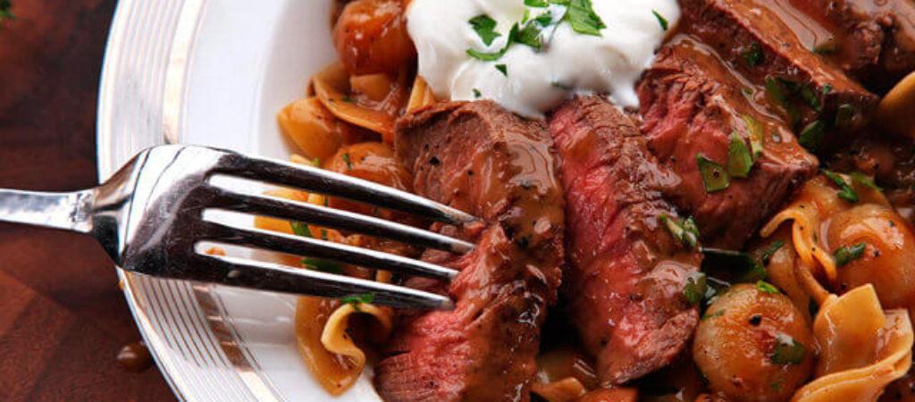 Бефстроганов с грибами, рецепт приготовления из говядины