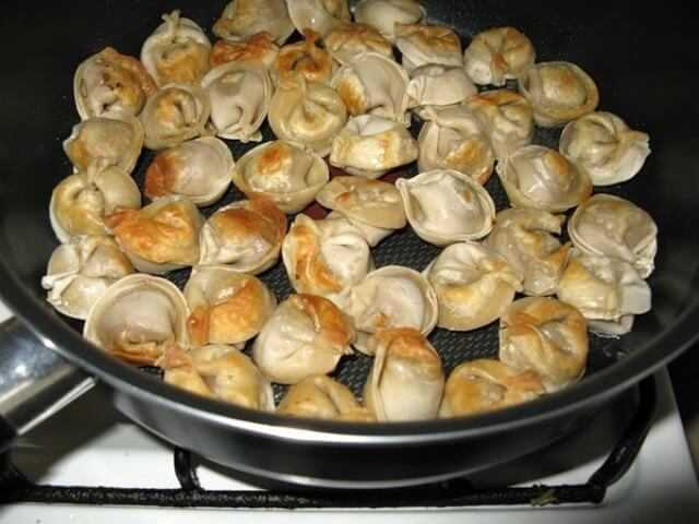 пельмешки на сковороде